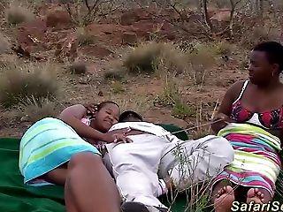 Afrikaner, Amateur, Großer Schwanz, Schwarz, Bukkake, Deepthroating, Facial, Gruppensex, In Natur, Orgy,