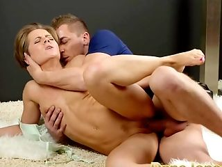 DaneJones Beautiful woman gets sensual shaved pussy creampie