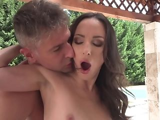 Brunette can't live a day without taking throbbing dick in her hands