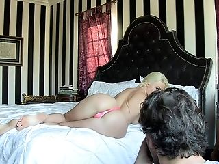 Long haired blonde pornstar Anikka Albright with a beautiful round