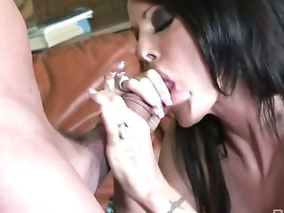 Hot looking leggy Tabitha Stevens shows dude her skills in riding a dick