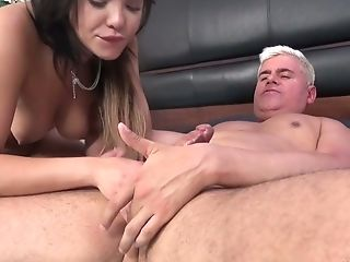 Vibrator addicted hoe Selena Santana loves playing with her wet pussy