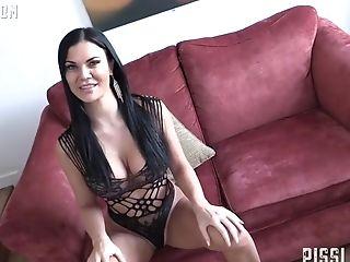 Jasmine Bittedb likes to be ass fucked really deep