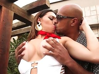 Curvy shemale Yume Farias gets throat and anus blacked