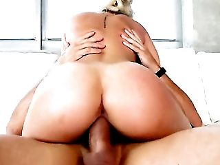 Blonde with bubbly booty and trimmed cunt is skilled enough to make dude cum again and again