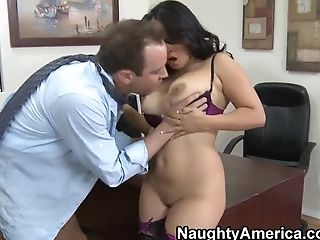 Jessica Bangkok's pussy looks interesting to Will Powers